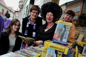 """Das Team der """"Arnstädter Buchhandlung"""" und unsere Marlitt / Uta Kessel. Foto: Christoph Vogel"""